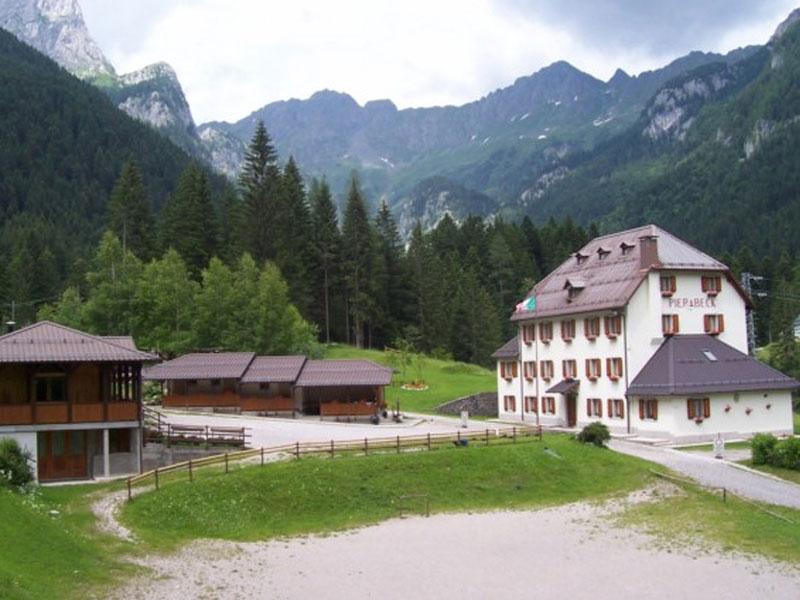 Case per ferie associazione turistica pro forni avoltri for Piani di casa contemporanea in collina